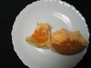 富良野産メロンのホイップ入りメロンパン